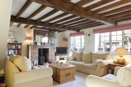 Lovely double room in C17th cottage - Bed & Breakfast