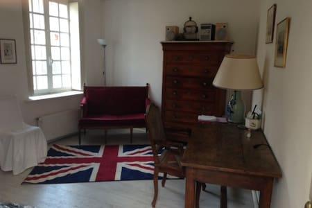 Chambre indépendante - Béhoust - House