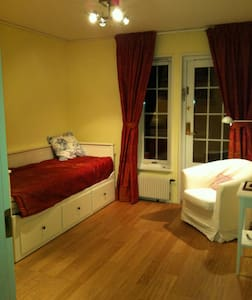 Nice room in Stockholm for students - Haus