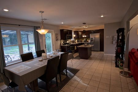2 rooms available for ACL! - Austin - House