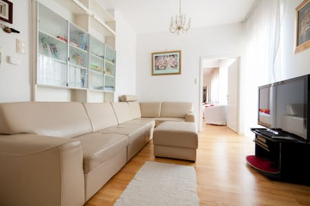Stylish house in residential area - Apartment