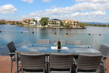 Location! In the heart of the Gold Coast/4B/Pool - Dom