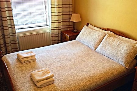 €28 Single Room (Shared Bathroom) Cashel Tipperary - Bed & Breakfast