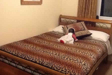 Lovely Double Room, Own Bathroom, Windsor,Dedworth - House