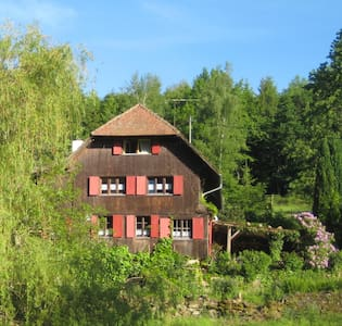 Wonderfull apartment in the midst of nowhere - Hofstetten - Hus