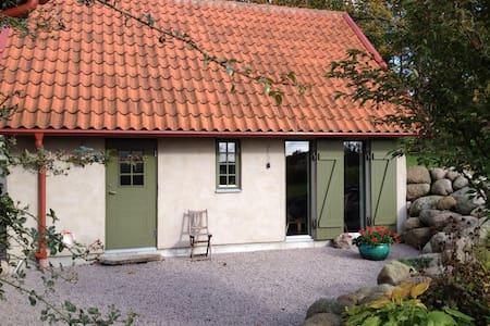 Nybyggt gårdshus i gammal stil - Hus
