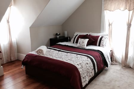 Lovely & Charming Bedroom - Malden - Casa
