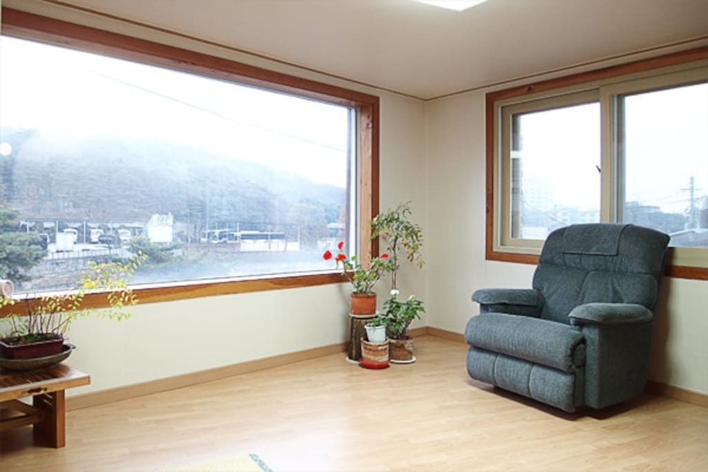 "2BR Home $90 Seoul ""Nature Within"""