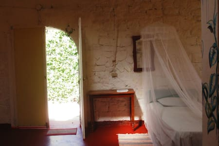 big 3-4 bed room in a pirate fort - Bed & Breakfast