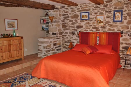 Charming bedroom, Southwest France - Bor-et-Bar - Dom