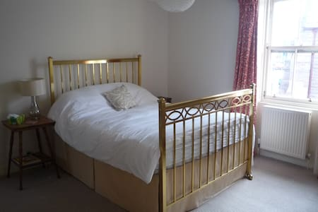 Double Room with Ensuite in Montrose centre. - Montrose - Casa