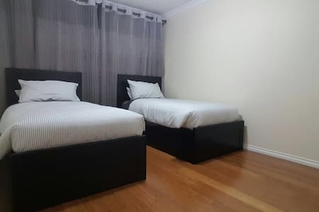 Twin Beds Room Near CBD & Airport - Hus
