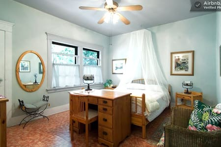 #1 Historic District Bungalow for 2