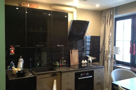 Room type: Entire home/apt Bed type: Pull-out Sofa Property type: Apartment Accommodates: 2 Bedrooms: 0 Bathrooms: 1.5