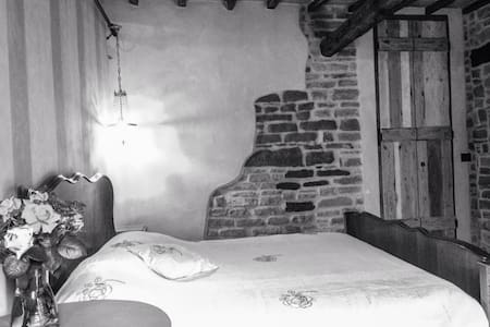 doble room in typical tuscany house - Bed & Breakfast