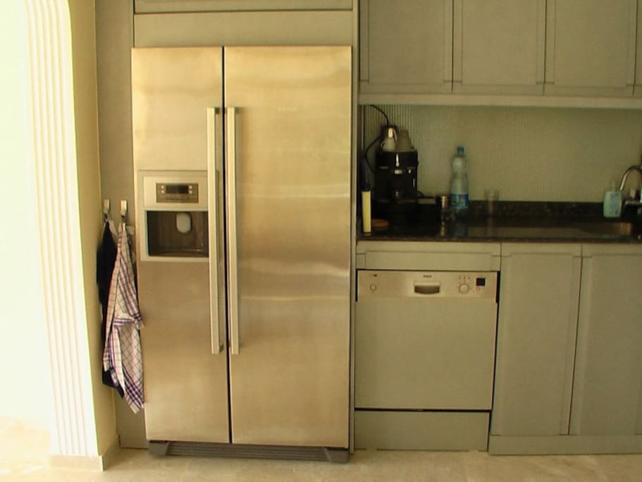 The kitchen is equipped with an Espresso Machine and Fridge/Freezer with Ice-cube machine