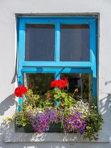 Atlantic Villa 2 bedroom selfcatering cottage - Valentia Island - Srub