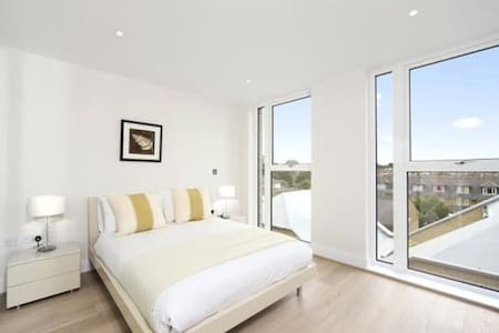 1 bedroom flat with balcony - Entire place - Londres - Pis