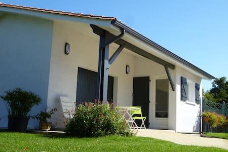 Coquet studio en Médoc - Ordonnac - House