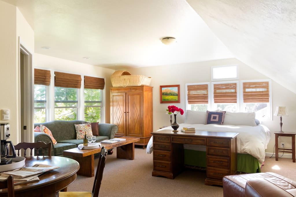 Space and light fill the guest suite.