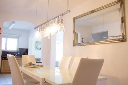 Moderne 4 1/2 Zimmer Wohnung - Apartment