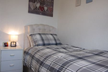 Bright Single Bedroom in Newcastle! - Newcastle upon Tyne - Hus