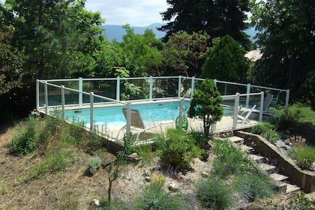 Jolie maison avec piscine - Génissieux