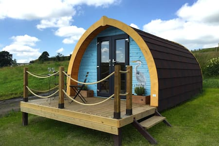 Glamping Pod with superb views - Hut