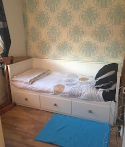 Cheap & cheerful single room - London  - House