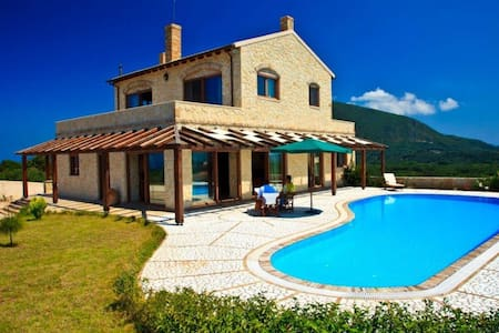 LUXURY VILLA WITH PANORAMIC VIEWS