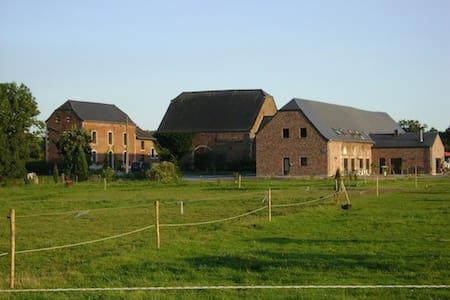 Gîte 'La ferme d'Harroy' - 30 pers - Houyet