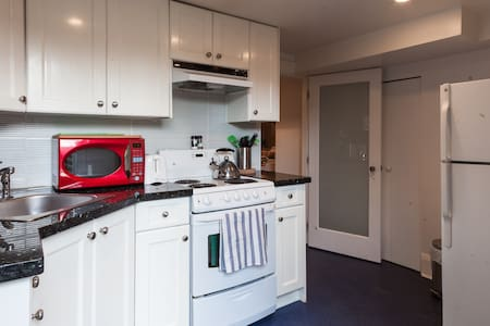 Close to the beach!  2 bedrooms! - Vancouver - House