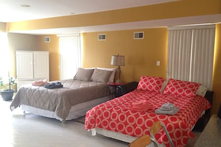 Studio 2 Blocks from NYC bus stop - Appartement