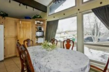 HUGE 4 BEDRMS 3 BATHS HOME! - Σπίτι