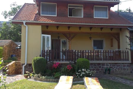 Beautiful accommodation with garden - Balatonszepezd
