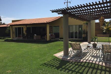 Hermosa Casa Las Ceibas en Ajijic - Maison