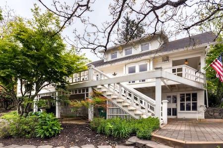 Quaint 2BR Troutdale House - Ház