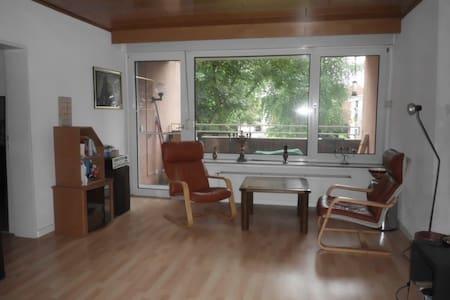Ruhiges Zimmer mit Komfort, in einer Wohnung. - Wohnung