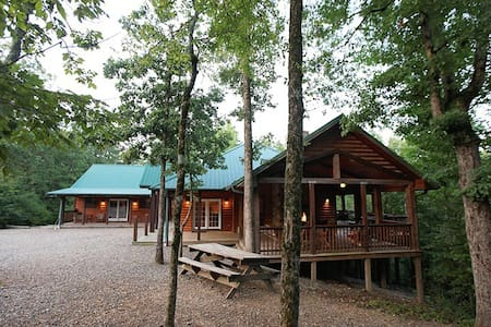 Timber Rock Lodge - Great for Families and Groups - Broken Bow - Blockhütte