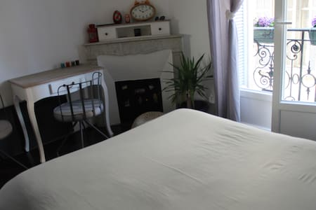 Une chambre privée dans la résidence bourgeoise - Cannes - Bed & Breakfast