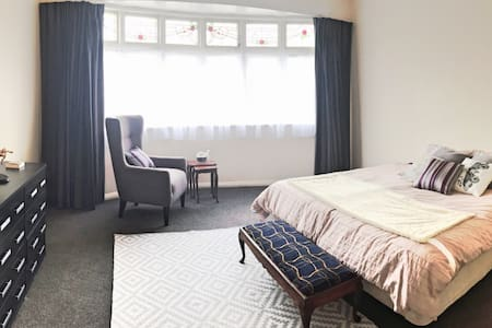 Large, sunny room 2-minute stroll to the center - Wellington - Departamento