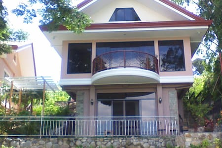 The Pantawan Suite - Bais City, Philippines - Haus