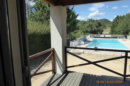 Chambre : 22 m2  vue sur piscine et la garrigue - Fons-sur-Lussan - Talo