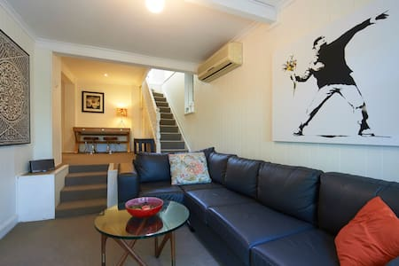 COTTAGE CLOSE TO CITY & HARBOUR - Rozelle / Balmain - Maison