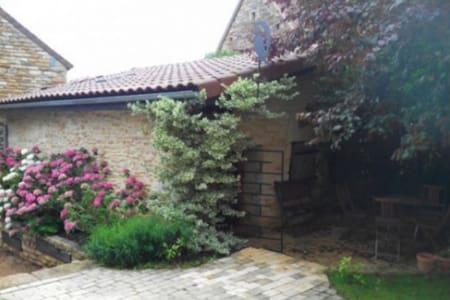 Chambre privée dans dépendance - Bissy-Sous-Uxelles - Hus