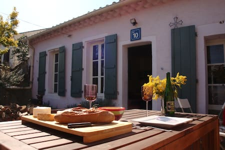 Wineworkers Cottage with garden - House