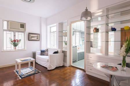 Central 2BdRm LanKwaiFong wRoof 3D