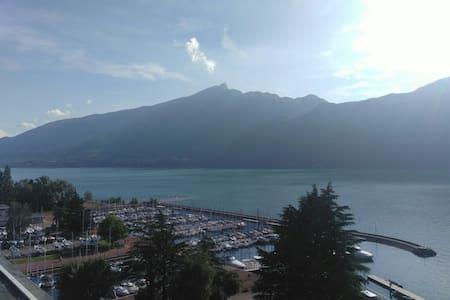 Sublime vue lac Beautiful lake view - Apartmen