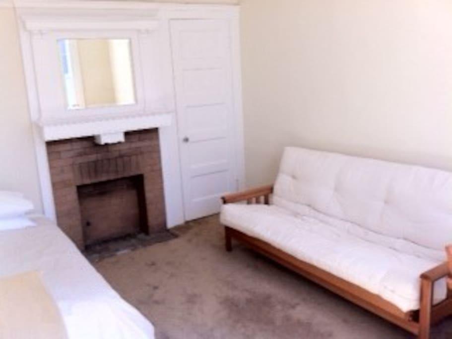 Prime Location Bright Private Room