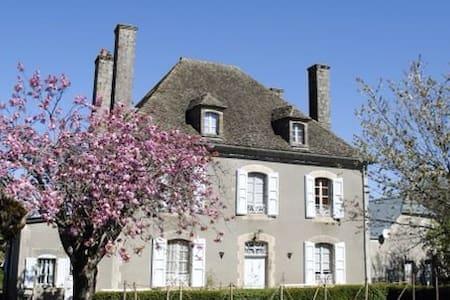 AUX 4 CHEMINÉES -Chambre Chavaroche - Maison